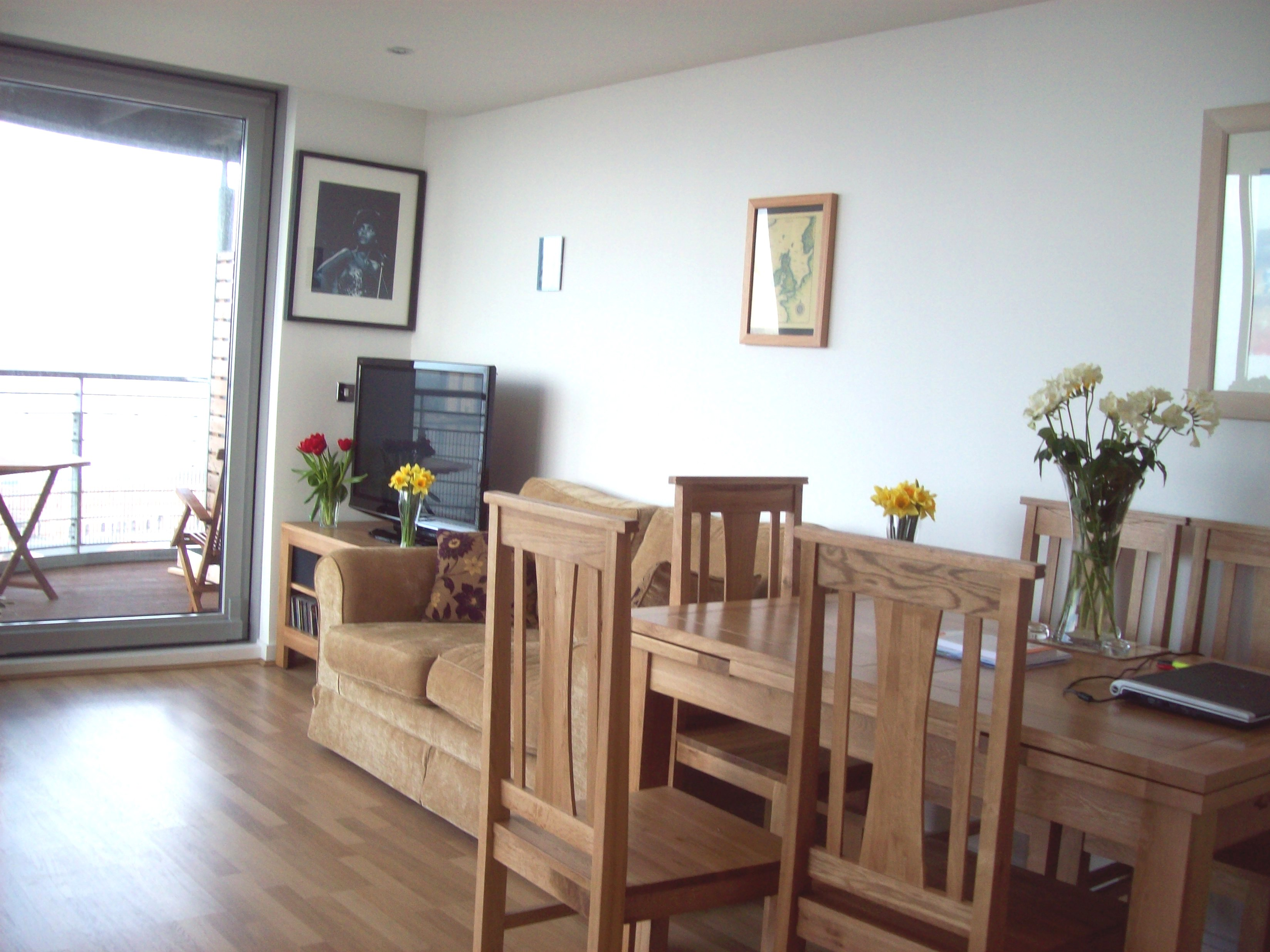 Two bedroom furnished apartment with beautiful views in for Beautiful sitting rooms
