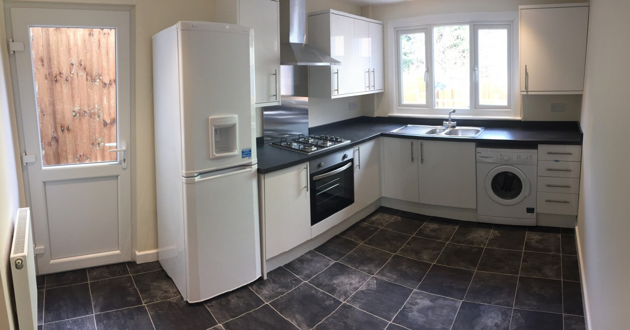 Newly renovated 3 bed semi detached house to let in ilford for Kitchen ideas 3 bed semi