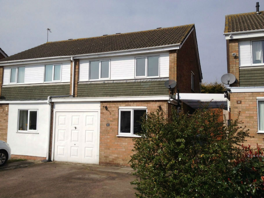 Refurbished 3 bed semi to let in burbage with parking for 10ft x 7ft garage door