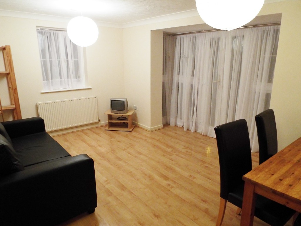 2 bedroom flat in e3 with easy access to the city canary 2 bedroom flat in canary wharf to buy