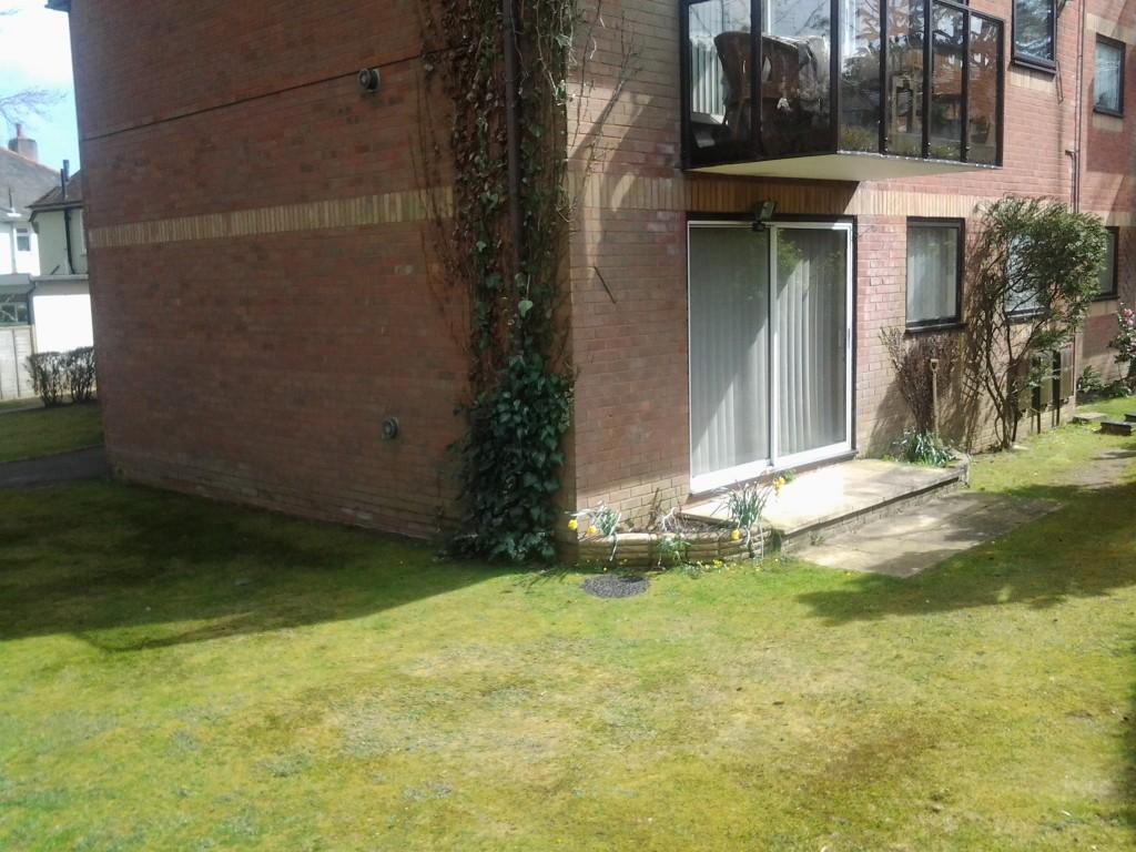 2 bed ground floor flat in bh14 courthill and baden for 10ft x 7ft garage door