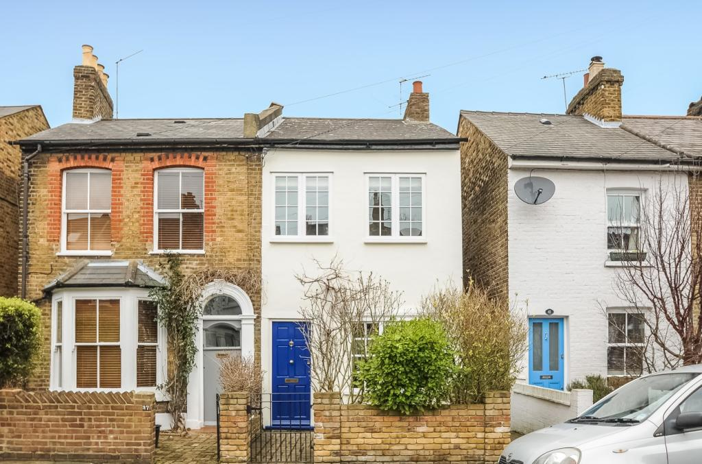 Pristine 2 double bed semi detached cottage in teddington for Large garden studio