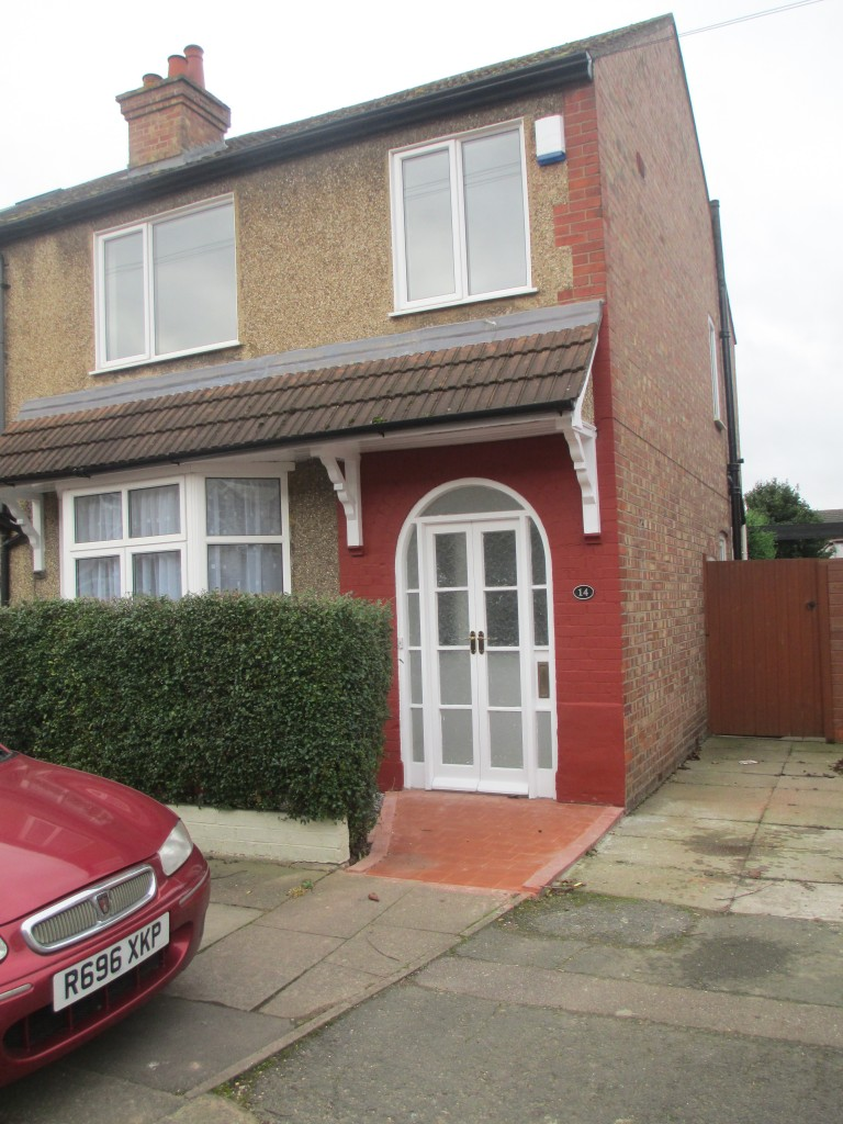 3 Bedroom Semi Detached House To Rent Rose Gardens: Three Bedroom Semi Detached House In Bedford