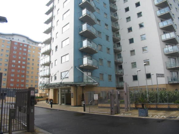 2 Bed Apartment To Let in Centreway Apartments, Ilford ...