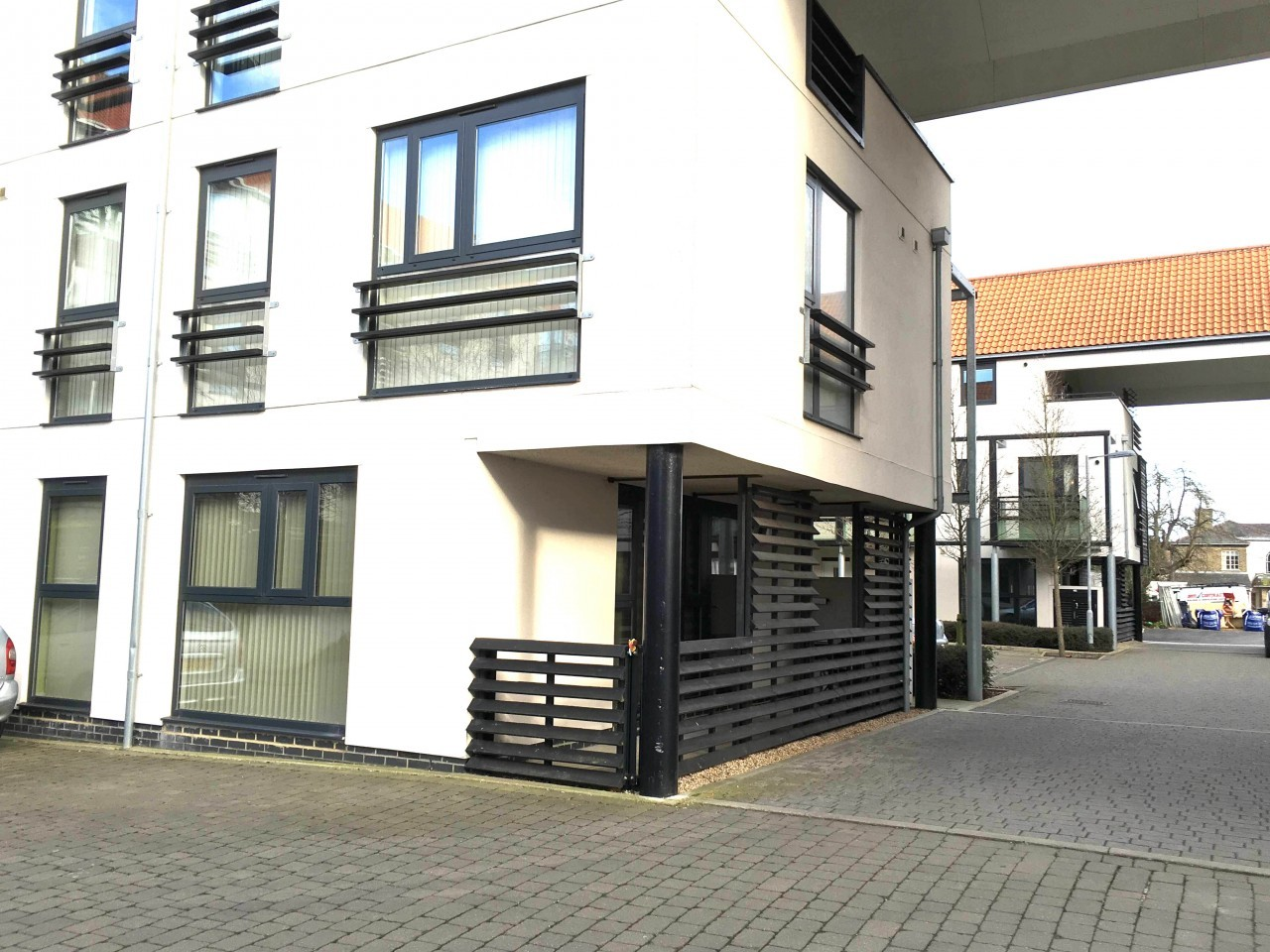 2 Bed 2 Bath First Floor Flat Contemporary Only 10