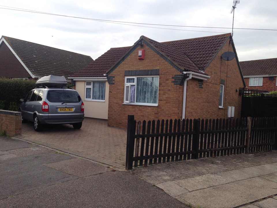 Cozy Two Bedroom Bungalow In Clacton On Sea The Online