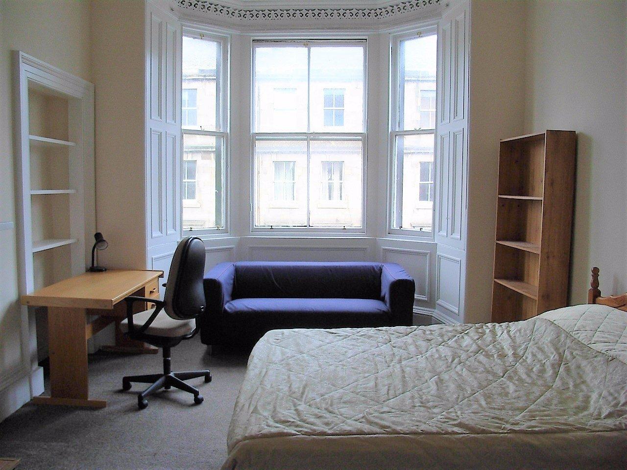Bright & Spacious Four Bedroom Flat in Edinburgh - The ...