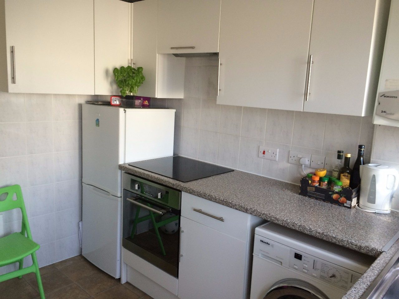 Immaculate 2 Bed First Floor Apartment In Swindon The Online Letting Agents Ltd