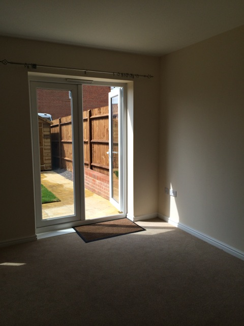 Living Room-2 16 Franklin Close - The Online Letting ...
