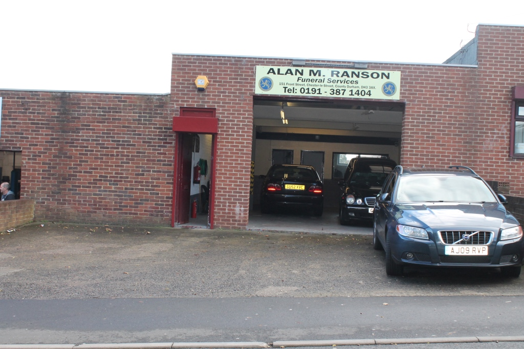 Industrial Unit Workshop Garage Showroom To Let In