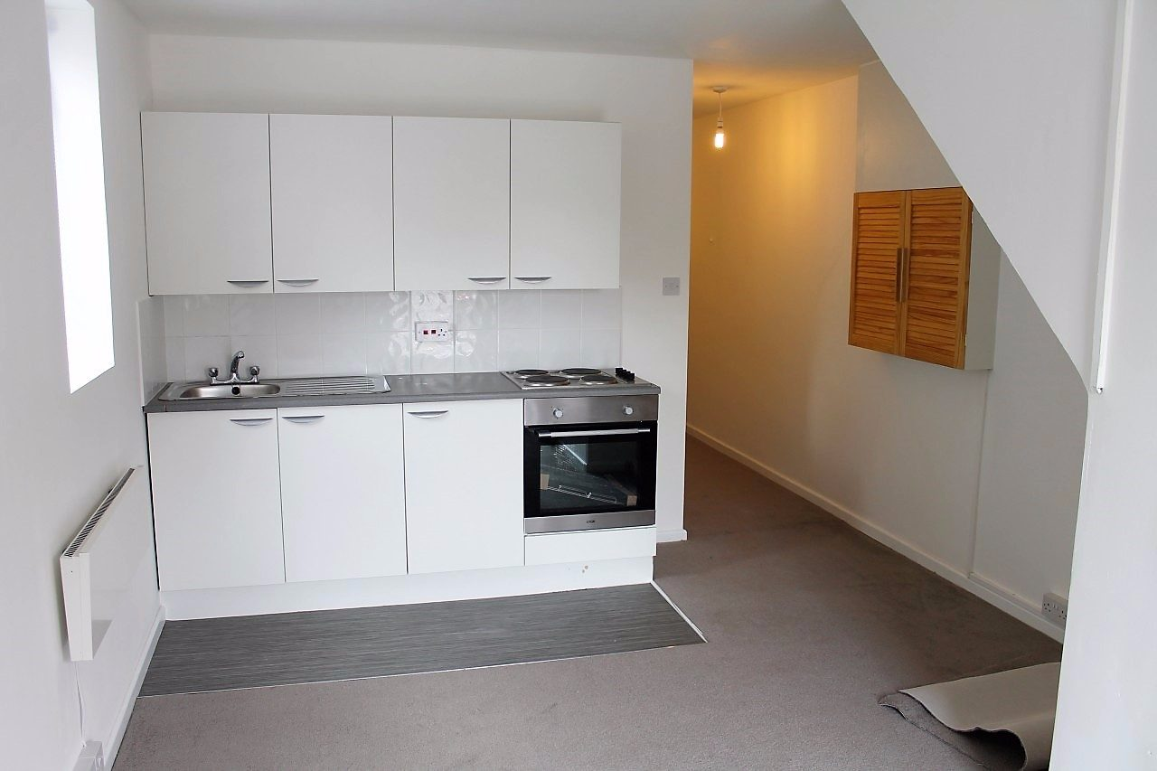 Fully Refurbished 2 Bedroom Ground Floor Flat To Let In