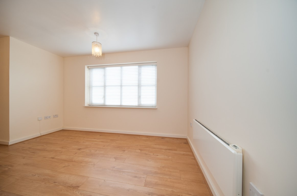 En Suite Bathroom With Separate Toilet: Beautiful Two Bedroom Apartment With Ensuite Shower Room