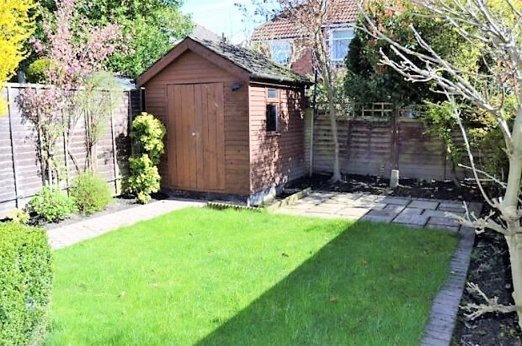 Stylish recently refurbished 2 bed semi in york the for Garden design york uk