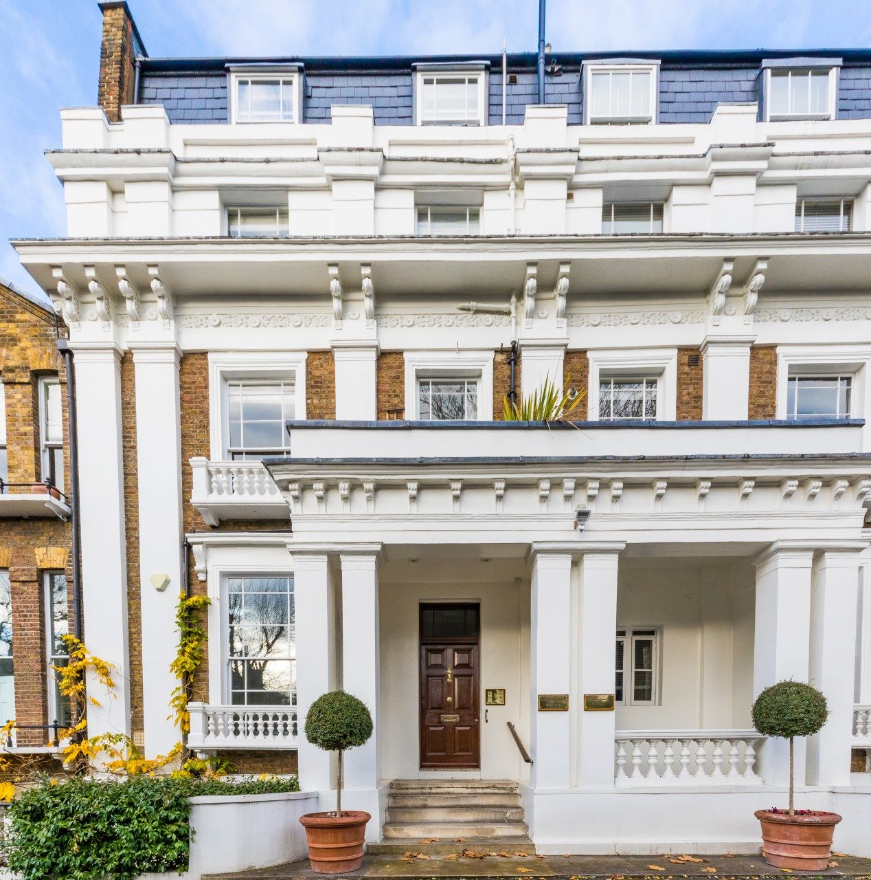 Holland Park Apartments: Large And Bright One Bedroom Apartment With Terrace In