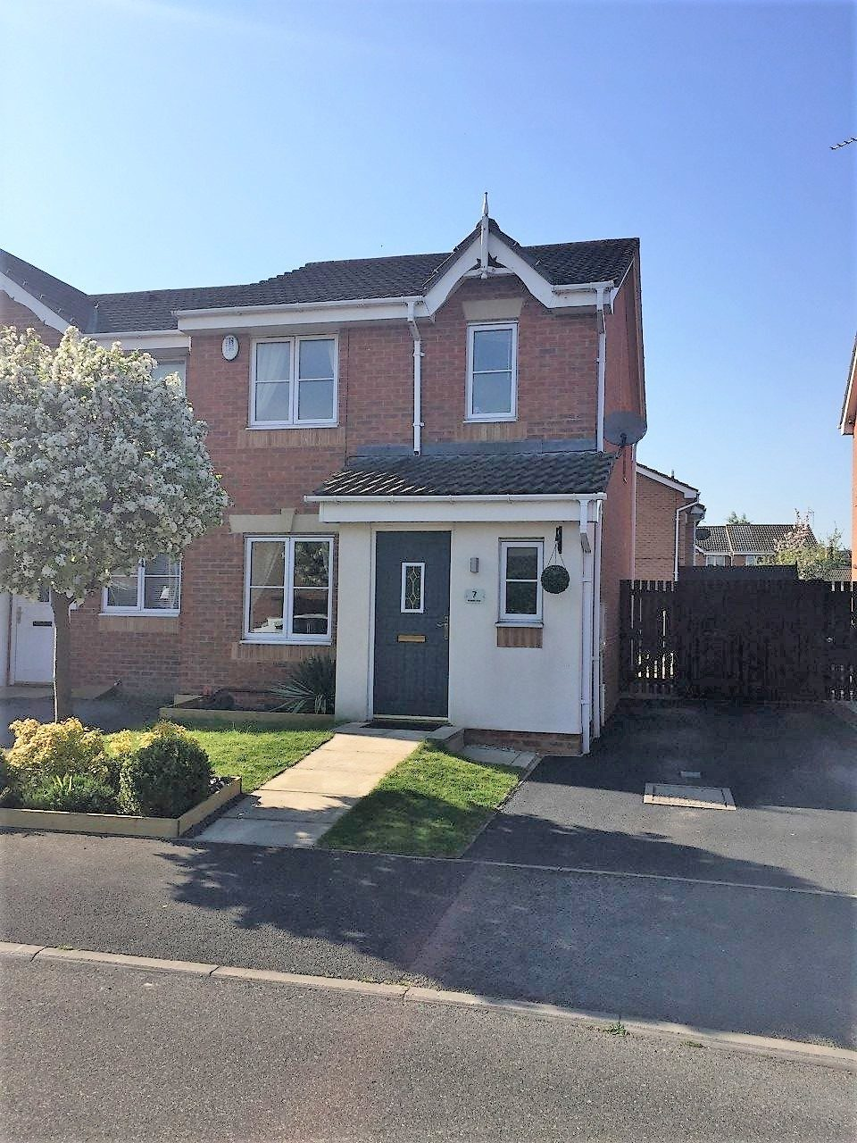 Modern Three Bedroom End Townhouse To Let South Elmsall