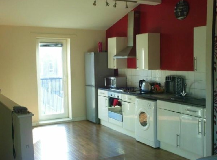 Room To Rent In Birkenhead